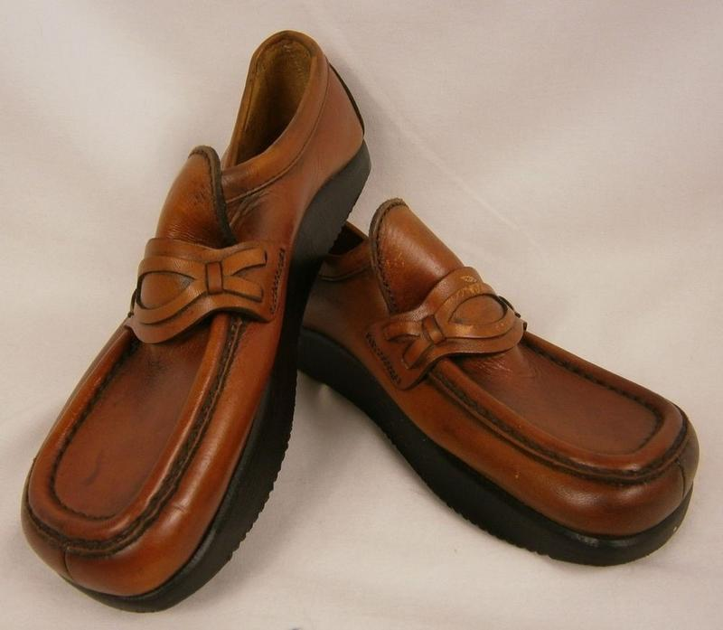 7de1eead48d6f Just How Big Were Earth Shoes In The '70s? | Groovy History